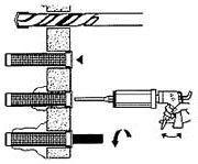 Vordach: Kunststoff-Siebhülse in Hohlmauerwerk